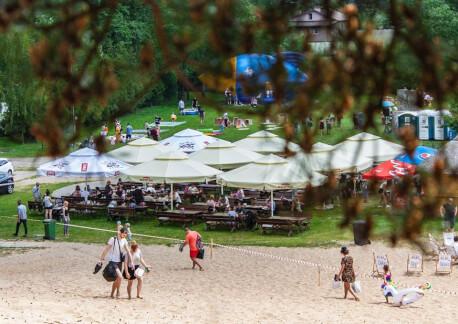 Teren pikniku, parasole, warsztaty i dmuchańce 203