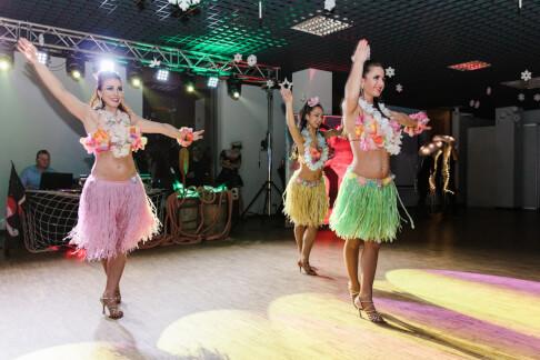 Pokaz tańca hawajskiego na integracji firmowej 38