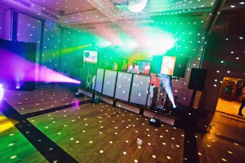 Gotowe stanowisko DJ-a na bal 73